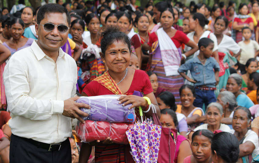 CM Dr Mukul Sangma distributes yarn to weavers under income generation programme at Betasing