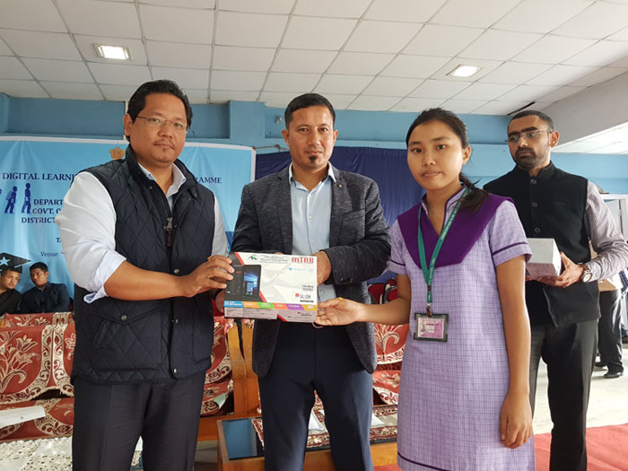 Distribution of Tablets for Class XII students 07-12-2018