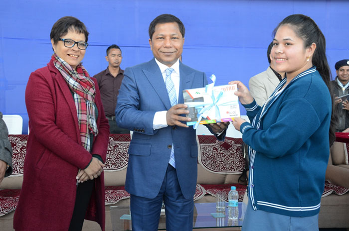 Chief Minister distributes Digital Learning Aids to students of Cl XII 12-12-2017