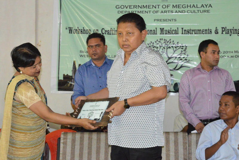 Shri. Clement Marak, Forest and Environment Minister receives a Memento during the Workshop on Crafting of Traditional Musical Instruments