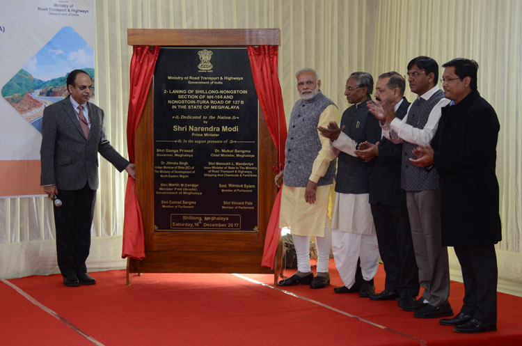 Prime Minister of India, Shri Narendra Modi unveiling the plaque to mark the inauguration of 2 Laning of Shillong-Nongstoin Section of NH-106 and Nongstoin-Tura Road of 127 B at Polo Ground Shillong on 16-12-2017