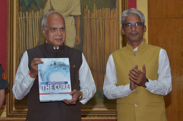 "Meghalaya Governor, Shri Banwarilal Purohit releasing a book titled, ""Meditation – The Cure"" by Shri Naveen Varshneya at Raj Bhavan, Shillong on 23-08-2017"