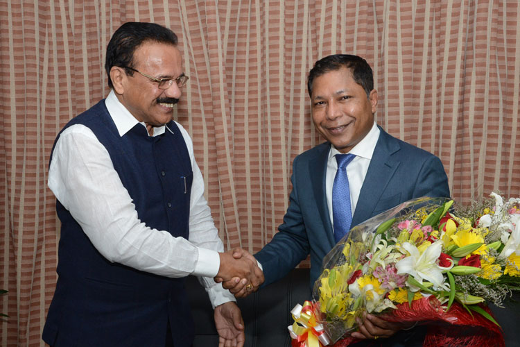 D V Sadananda Gowda, Minister, Statistics and Programme Implementation, Government of India pays a courtesy visit to Chief Minister, Dr Mukul Sangma at his office on 24-08-2017