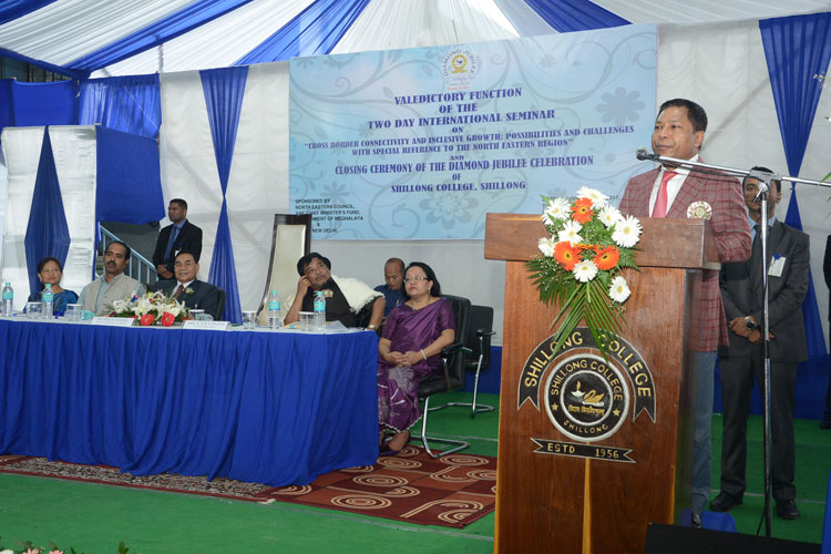 CM Dr. Mukul Sangma speaking at the Valedictory Function of the Two Days' International Seminar on Cross Border Connectivity & Inclusive Growth at Shillong College on 25-08-2017