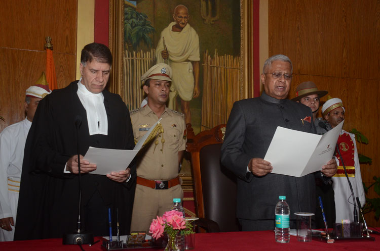 CJM, Hon'ble Mr. Justice Mohammad Yaqoob Mir administering the oath of office to the Governor of Meghalaya, Shri Tathagata Roy at Raj Bhavan, Shillong on 25-08-2018