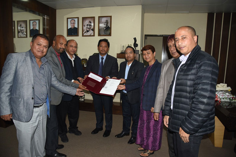 Sports Minister, Shri. Banteidor Lyngdoh hands over the National Games 2022 - Host City Contract to Chief Minister, Shri. Conrad K. Sangma